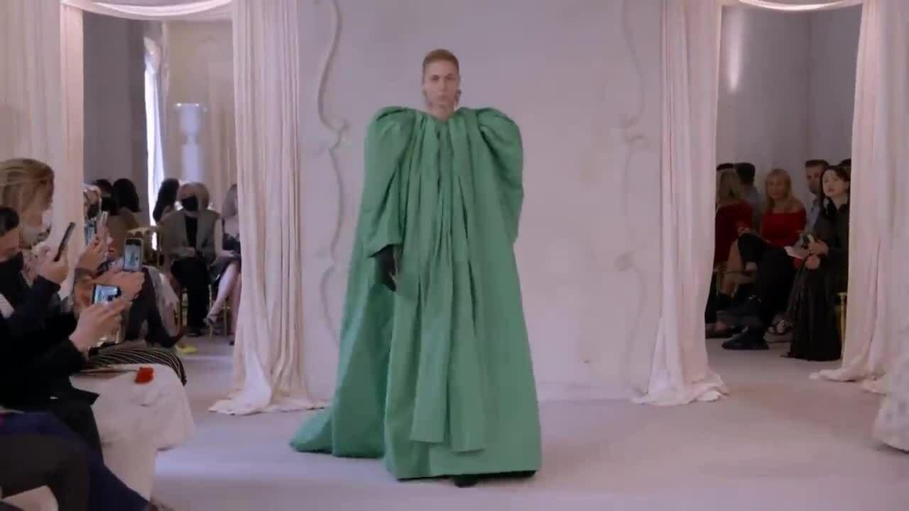 Bộ sưu tập Couture đầu tiên của Balenciaga sau 53 năm