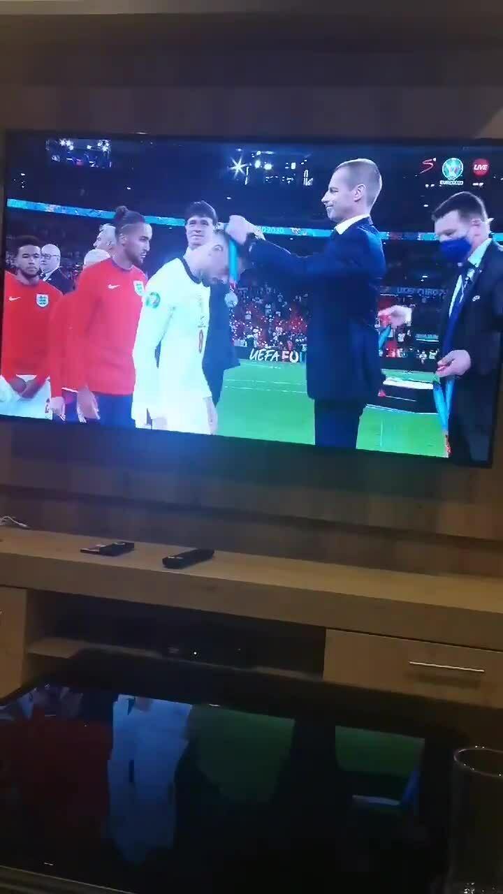 Loạt tuyển thủ Anh tháo huy chương Á quân