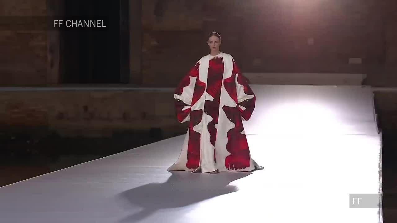 Thiết kế Couture rực rỡ sắc màu của Valentino