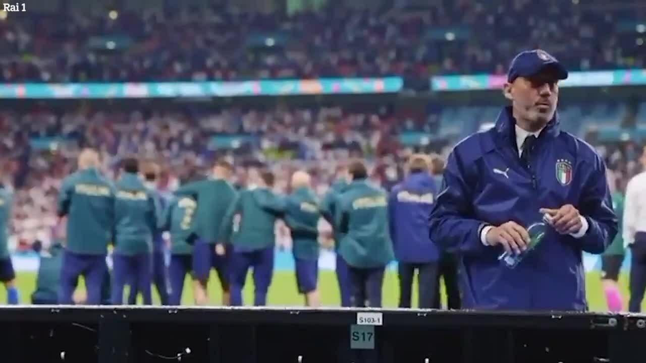 Lãnh đội Italy không dám nhìn loạt luân lưu