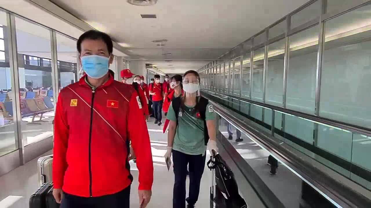 Đoàn thể thao Việt Nam làm thủ tục nhập cảnh tại sân bay Nhật Bản
