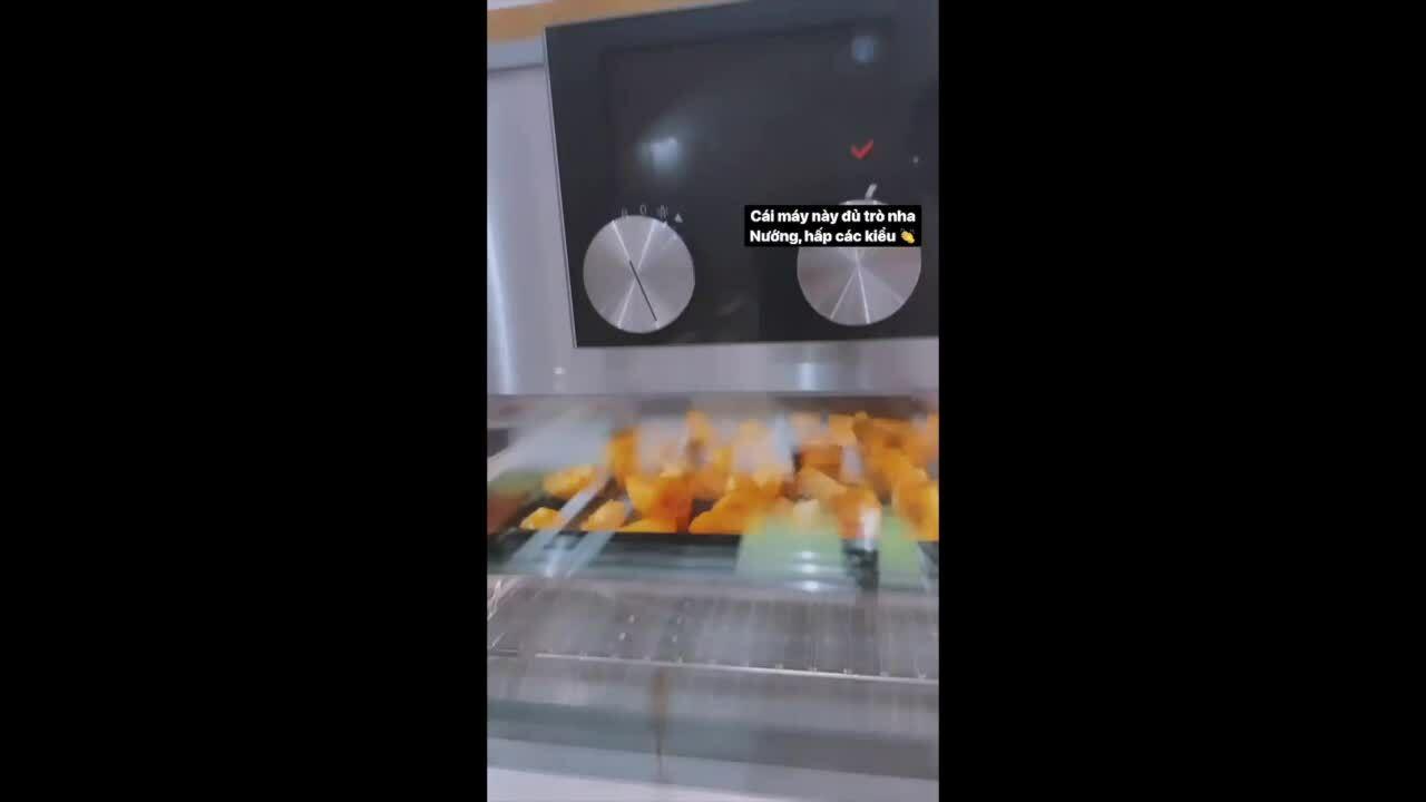 Kim Lý nướng cá hồi măng tây cho Hà Hồ bằng lò nướng trăm triệu