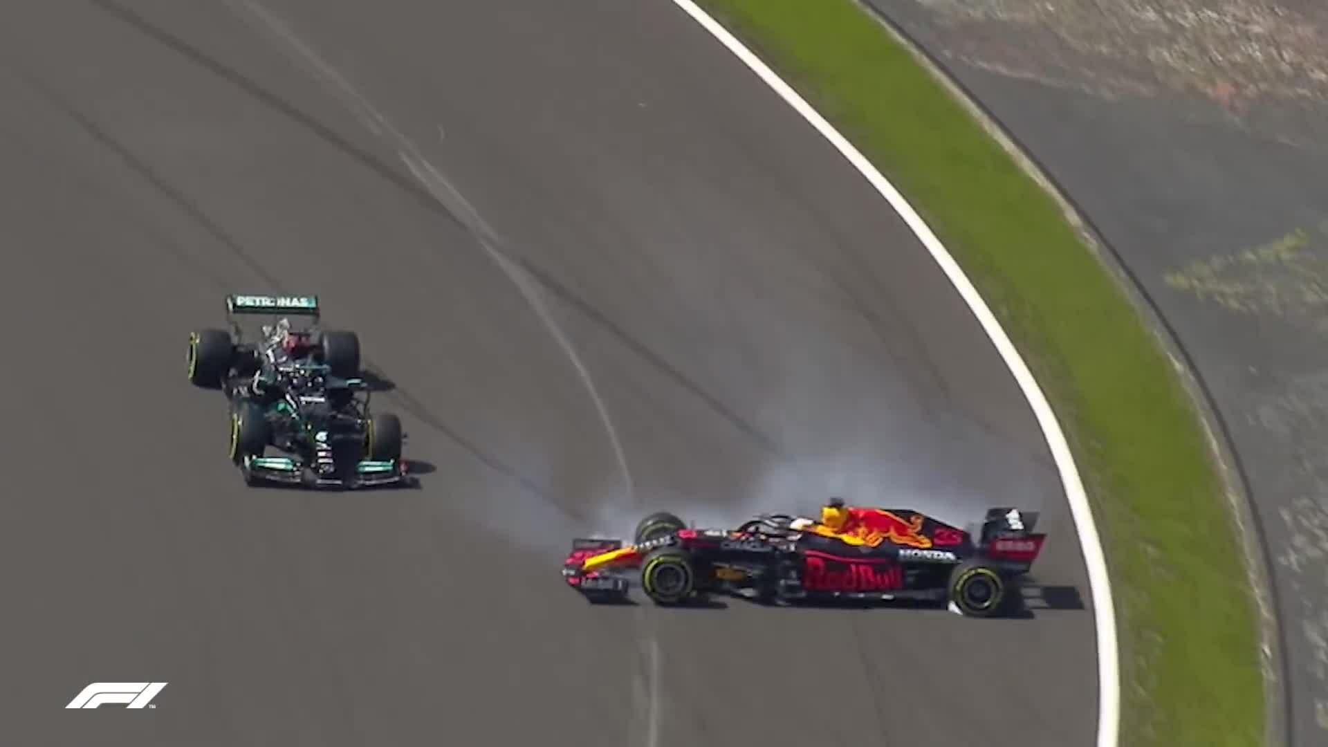 Vụ va chạm của Hamilton và Verstappen ở Silverstone