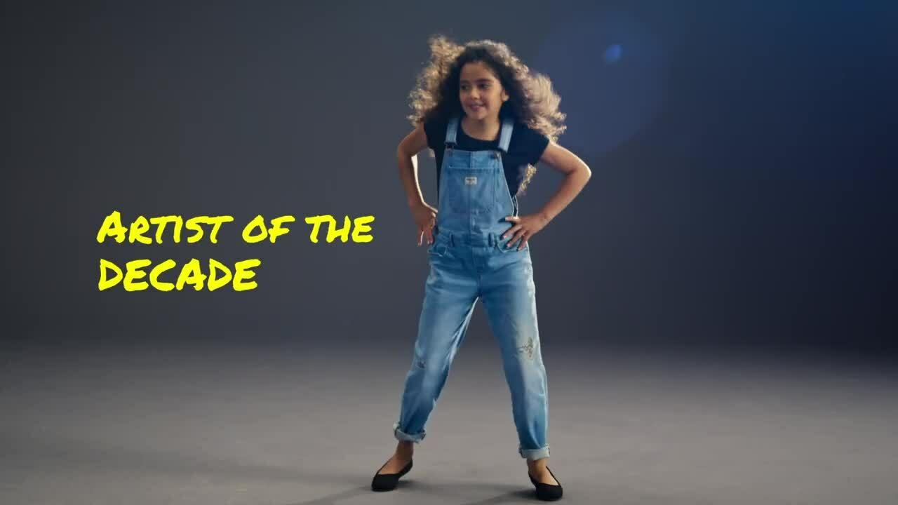 Con gái 10 tuổi của Mariah Carey lần đầu làm mẫu