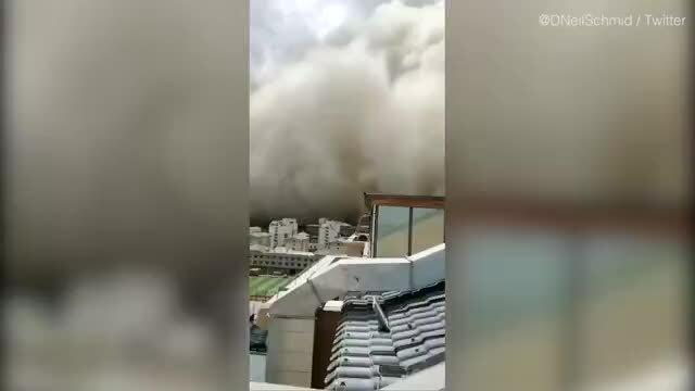 Thành phố Trung Quốc 'biến mất' trong bão cát khổng lồ