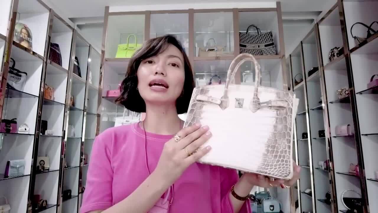Vlogger Việt review túi Hermes cá sấu bạch tạng của Ngọc Trinh