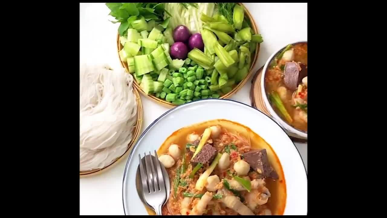 Bún gà cá chua cay kiểu Thái