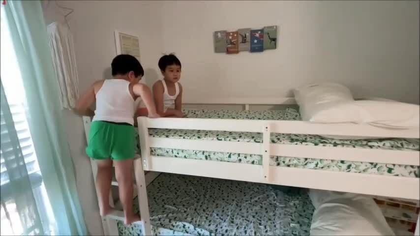 Phòng ngủ 25 m2 của cặp song sinh nhà Baggio