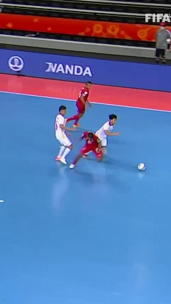 FIFA ngợi khen siêu phẩm solo của tuyển futsal Việt Nam