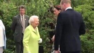 William - Kate từng bị Nữ hoàng trêu chọc về trang phục