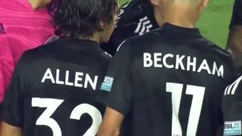 Cậu hai nhà Becks đá trận chuyên nghiệp đầu tiên