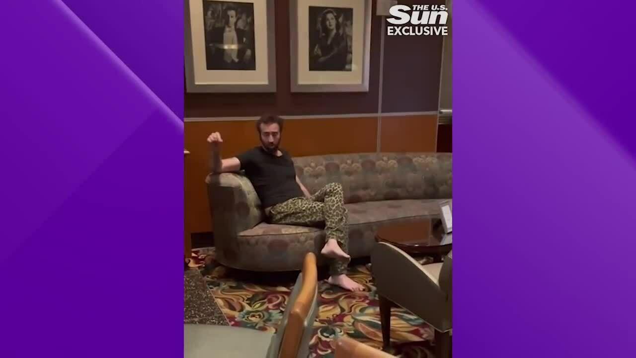 Say lướt khướt, Nicolas Cage bị đuổi khỏi quán bar