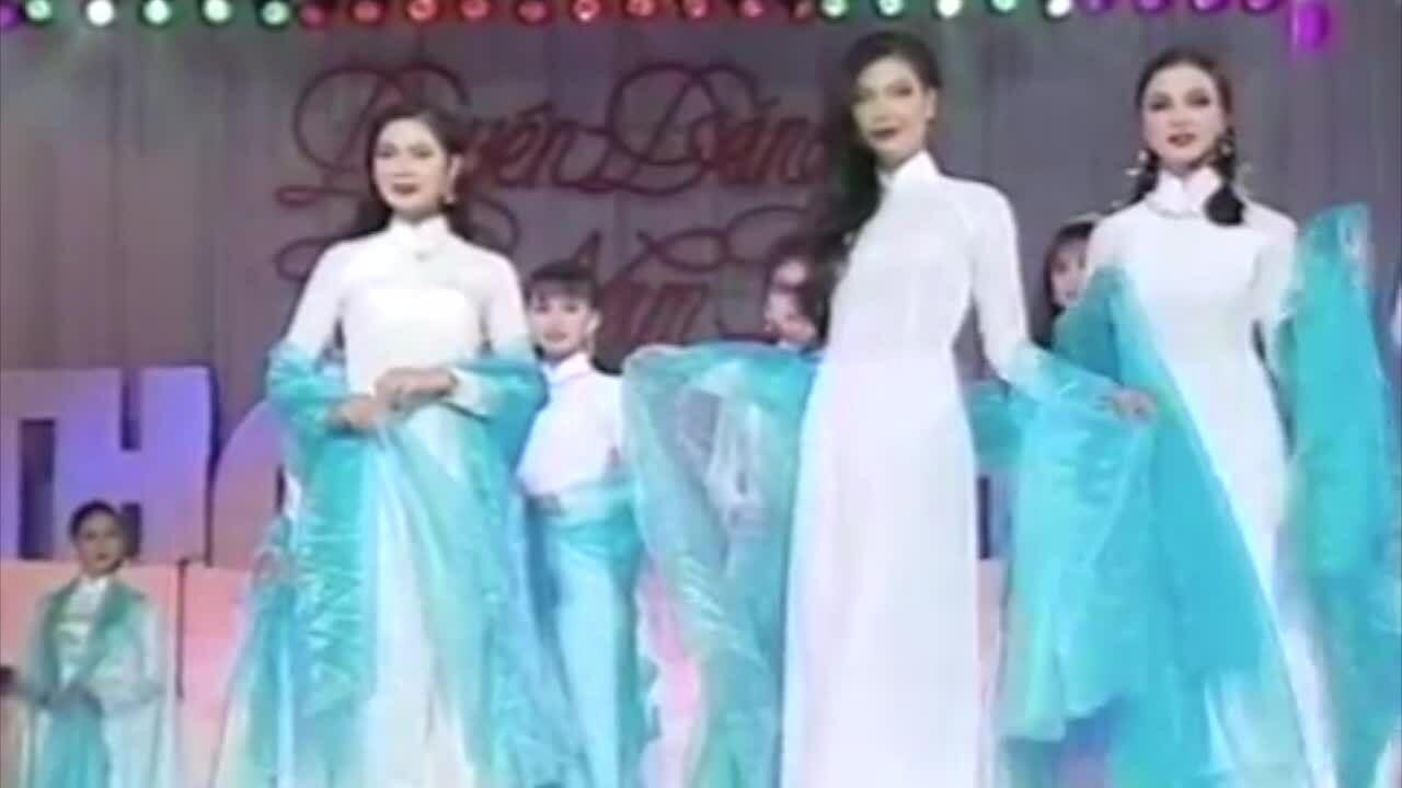 Dàn mỹ nhân trình diễn áo dài năm 1995
