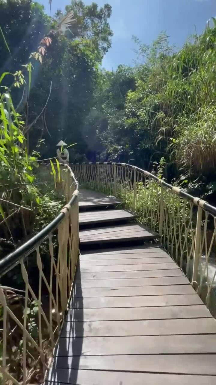 Milan Phạm nghỉ dưỡng resort Hoà Bình sau dịch