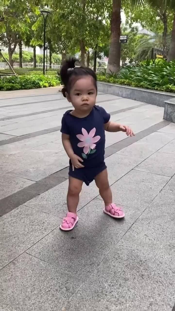 Con gái một tuổi của Trần Bảo Sơn