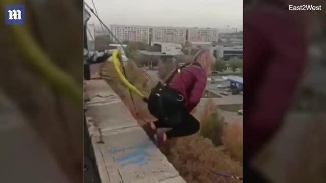 Mất mạng khi nhảy bungee vì dây bảo hộ chưa được buộc