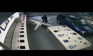 Tông thẳng BMW vào Apple Store chỉ để trộm máy tính