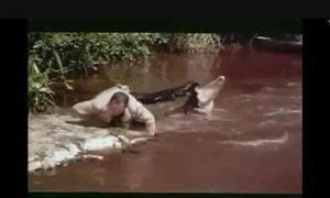 Diễn viên phim Điệp viên 007 nhảy qua sông cá sấu