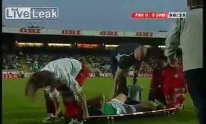 Cầu thủ bị thương còn gặp chuyện oái oăm