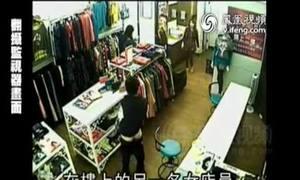 Kẻ bệnh hoạn tụt quần trong cửa hàng