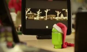 Video Robot Android đón Giáng sinh
