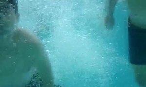Video Xperia Z quay phim dưới nước