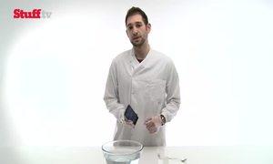 Nhúng thử điện thoại Xperia Z vào Acid