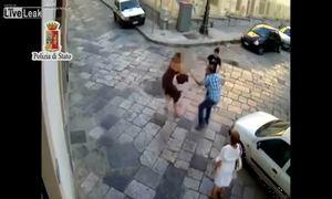 Cô gái đơn độc chống lại hai tên giật túi