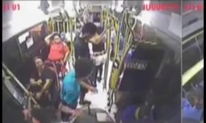Người đàn ông bị bắn khi vừa lên xe bus