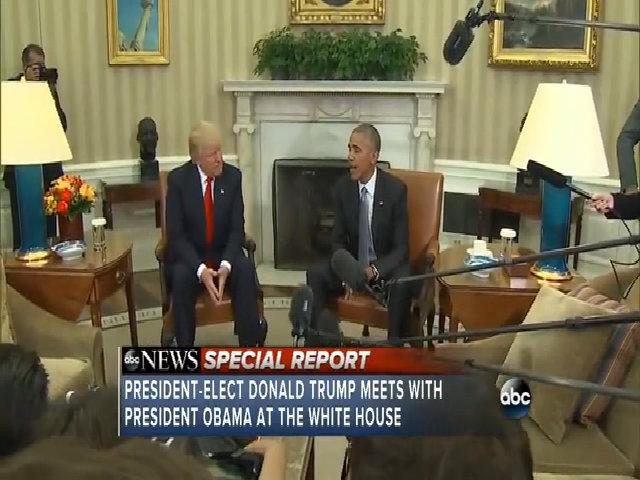 Tiếng máy ảnh lấn át cuộc trò chuyện của Tổng thống Mỹ