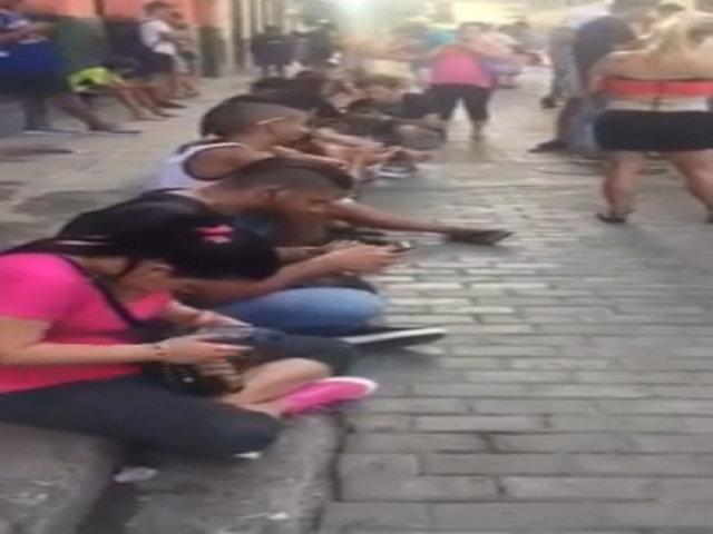 Video hé lộ cảnh truy cập Internet 'vất vả' tại Cuba