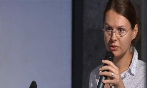 Joanna Rutkowska giảng dạy trên giảng đường