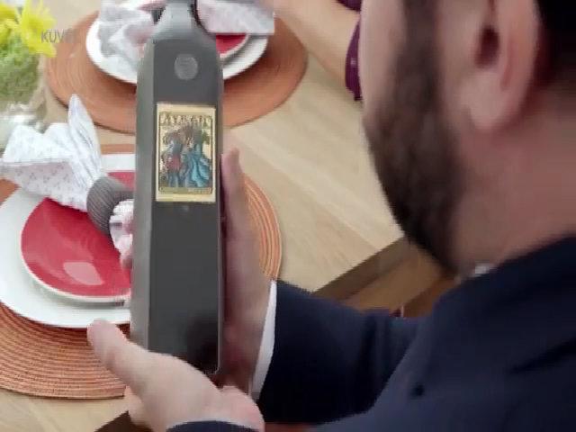 Chai rượu kết nối Wi-Fi