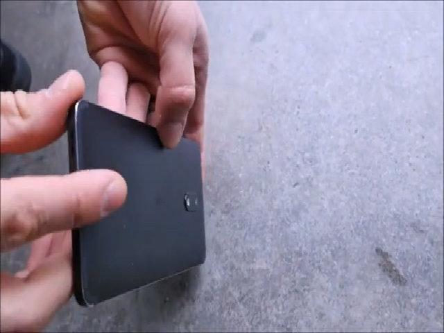 Thả rơi Nokia 3310 và Nokia 6 ở độ cao 1,5 mét