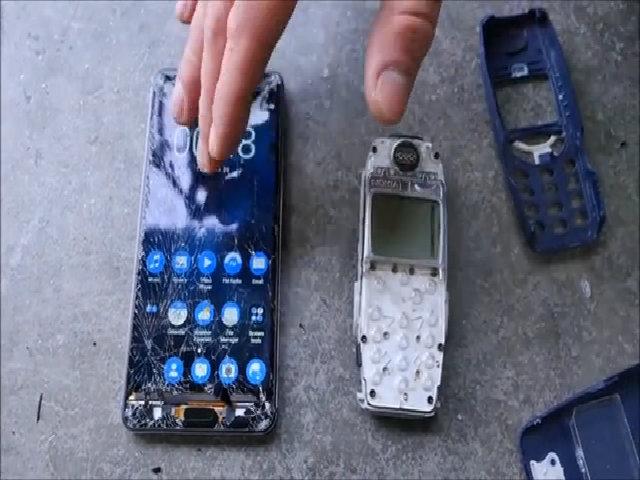 Thả rơi Nokia 3310 và Nokia 6 ở độ cao 3 mét