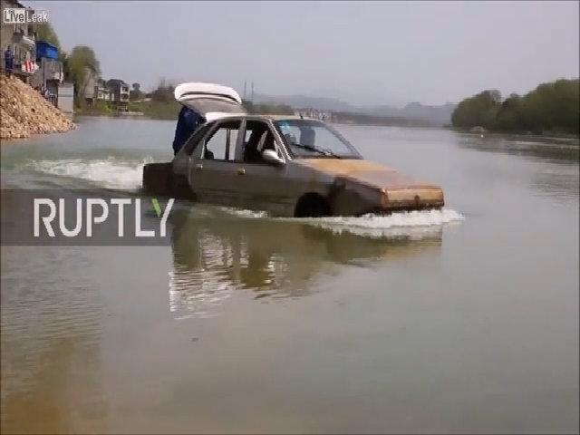 Chế xe lội nước từ ô tô hỏng