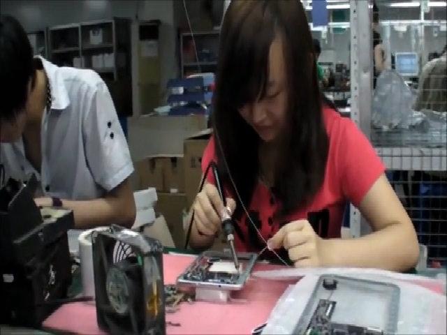 Bên trong một nhà máy sản xuất máy tính bảng Trung Quốc