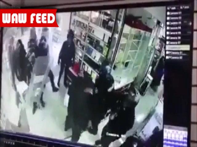 Cảnh sát phá cửa kính trộm điện thoại