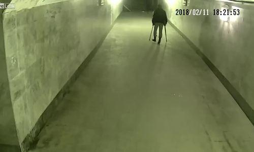 Thanh niên giả khuyết tật lộ mánh trước camera