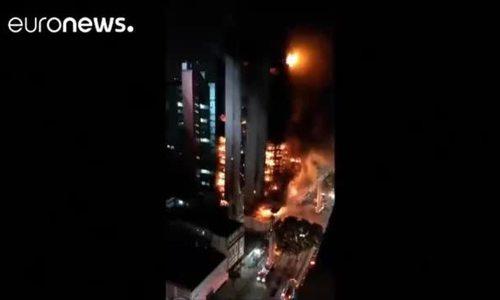 Toà nhà 26 tầng đổ sập vì hoả hoạn