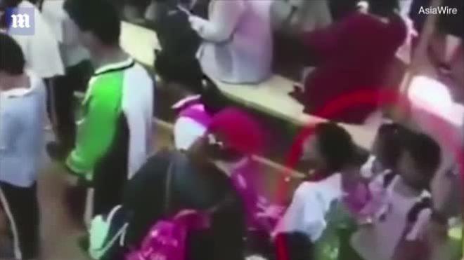 Video bà bầu đánh bé gái 9 tuổi gây sốt Internet tuần qua