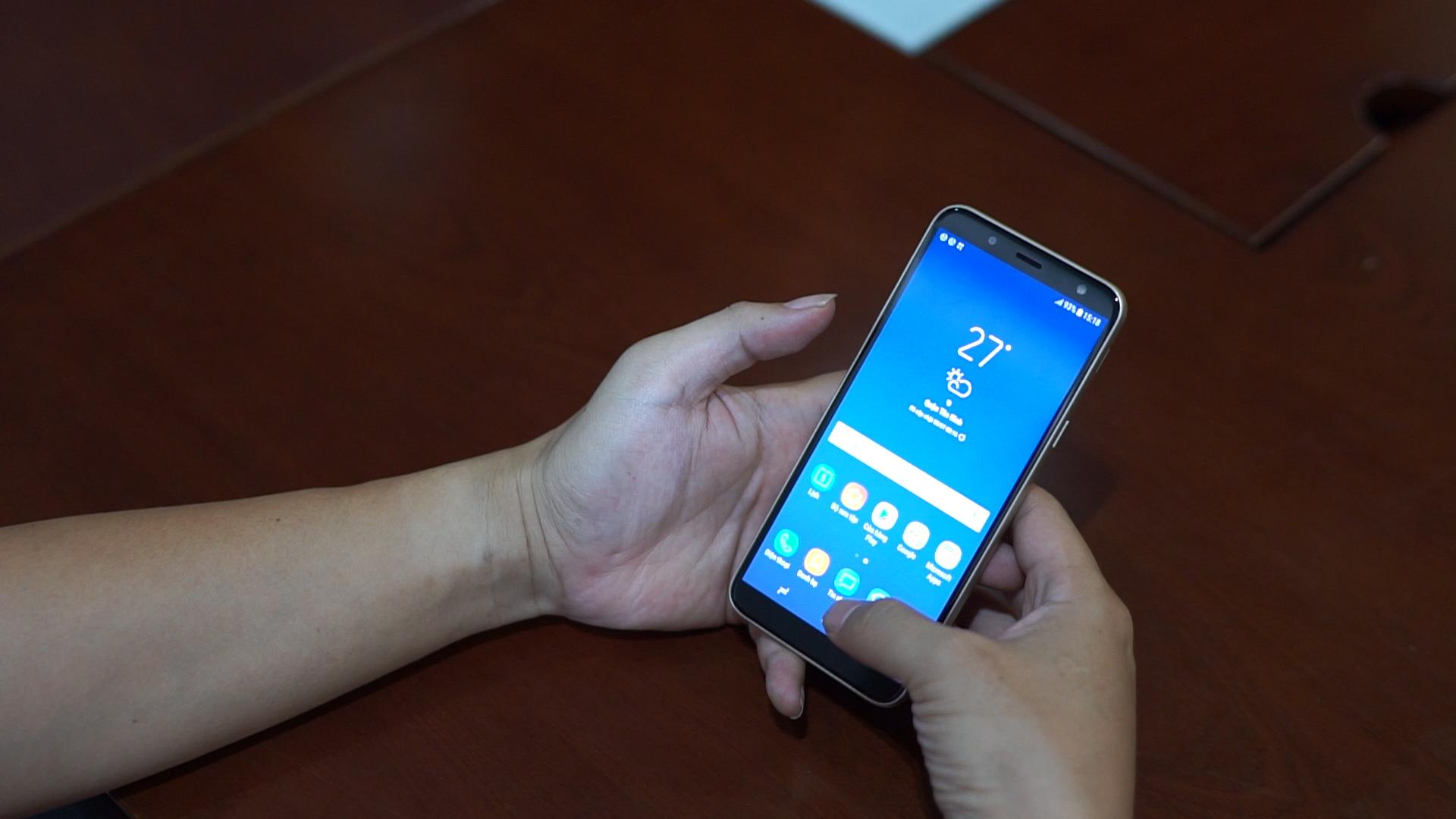 Review điện thoại Galaxy J5