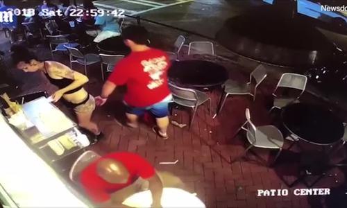 Video 'lãnh đủ' vì vỗ mông nhân viên nhà hàng được chú ý nhất tuần qua