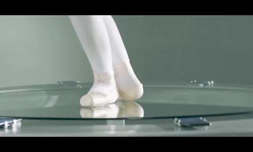 Dùng diễn viên múa để thử độ bền camera trượt của Vivo Nex