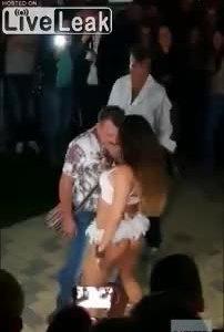 Bị vợ bắt quả tang khi đang nhảy với cô gái nóng bỏng