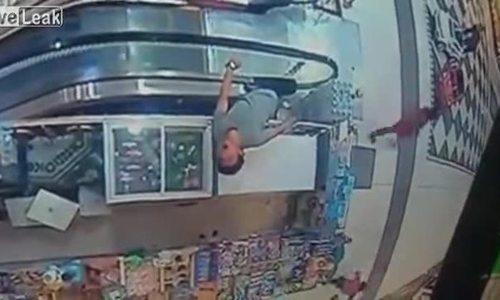 Người đàn ông chết vì kẹt chân vào thang máy