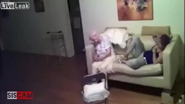 Giúp việc ngược đãi cụ già