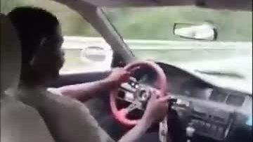 Xoay bung vô lăng xe hơi khi va chạm