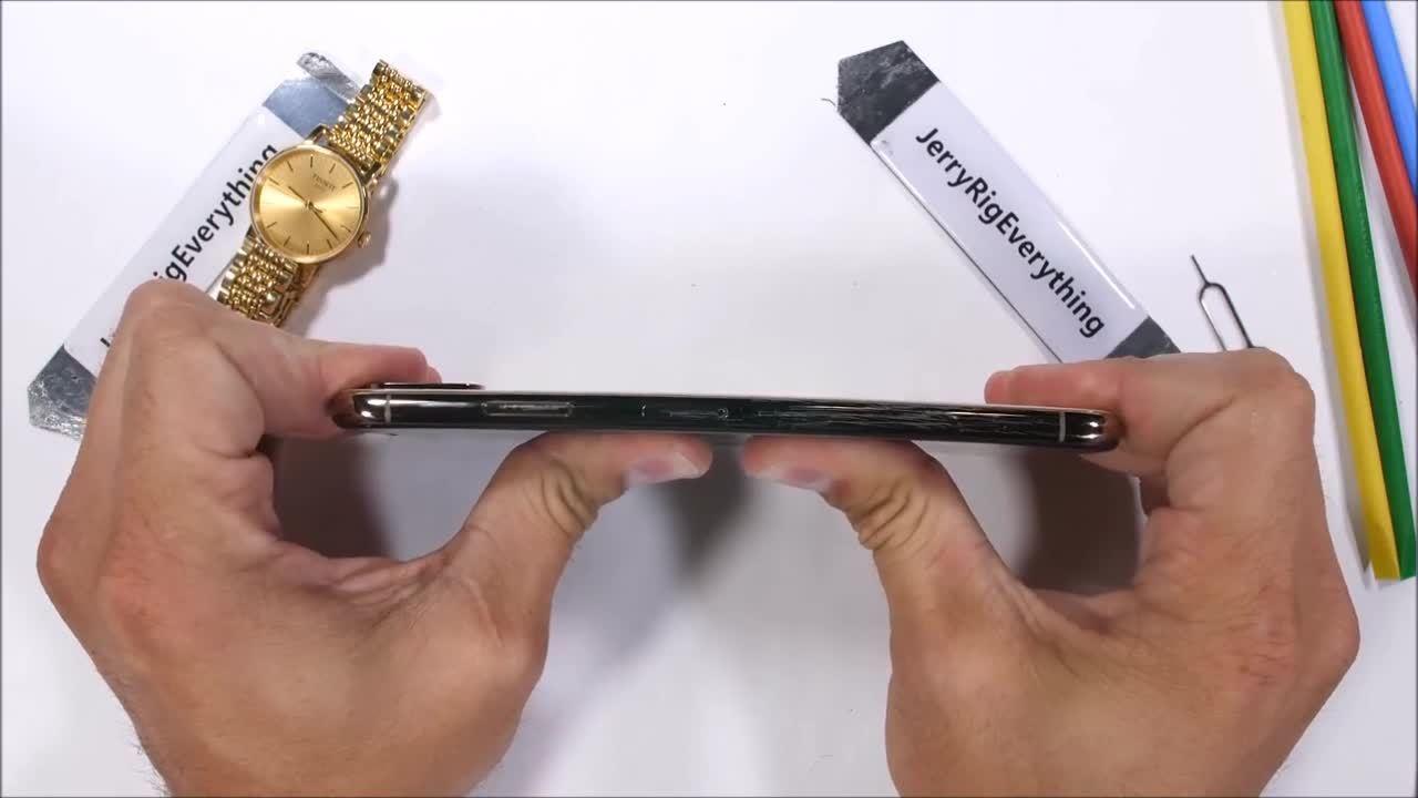 iPhone Xs 'sống sót' trong nhiều bài thử nghiệm độ bền