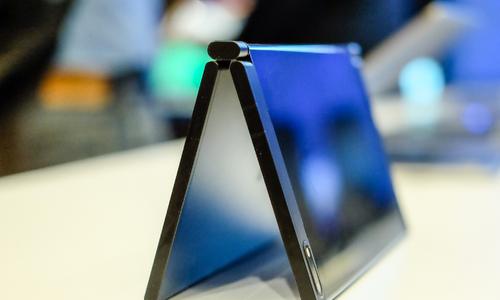 Laptop có 2 màn hình, nhỏ như sổ tay